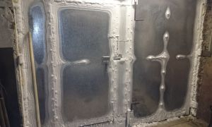 Чем можно заделать щели в гаражных воротах