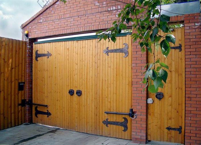 ворота для гаража из дерева