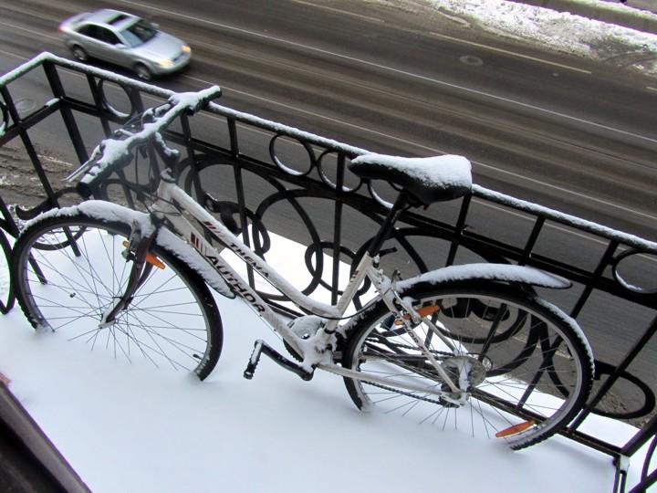 Как правильно подготовить и хранить велосипед зимой в гараже.