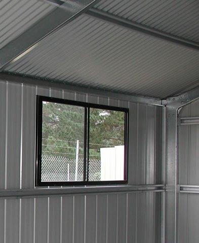 пластиковое окно в гараже