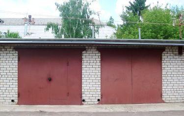 два соседних гаража