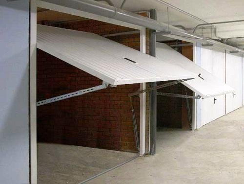 фото подъемных гаражных ворот