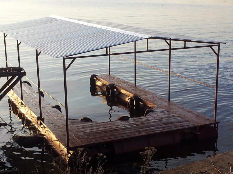 как построить лодочный гараж на воде